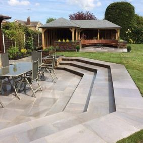 patio area with decking